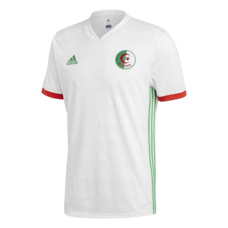 Maillot Algérie domicile 2018 sur Foot.fr 72b6cc882e1