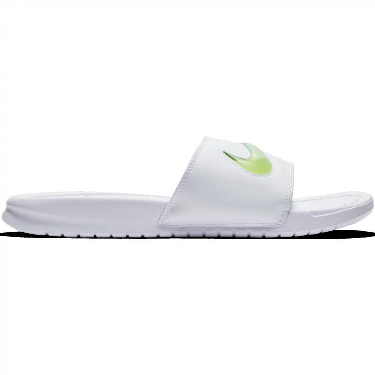 88969189b3b Sandales Nike Benassi blanc 2018 19 sur Foot.fr