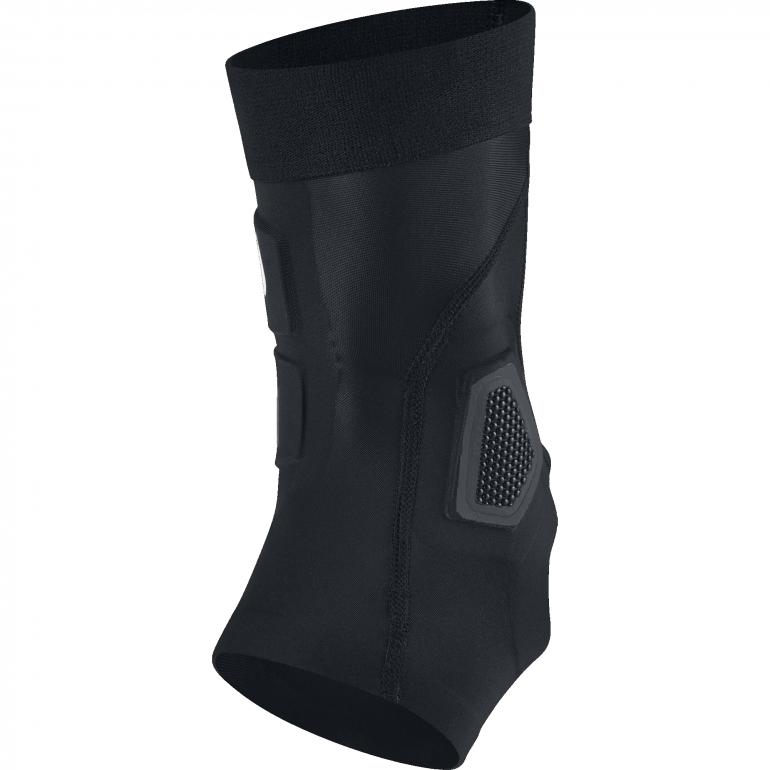 Chevillère Nike Hyperstrong Strike noire